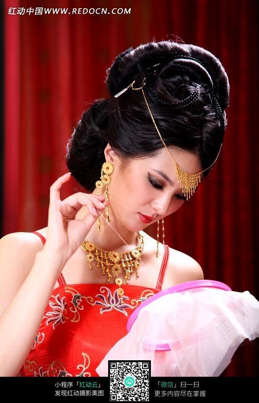 刺绣的古典美女图片 人物图片素材|图片库|图库下载 竖