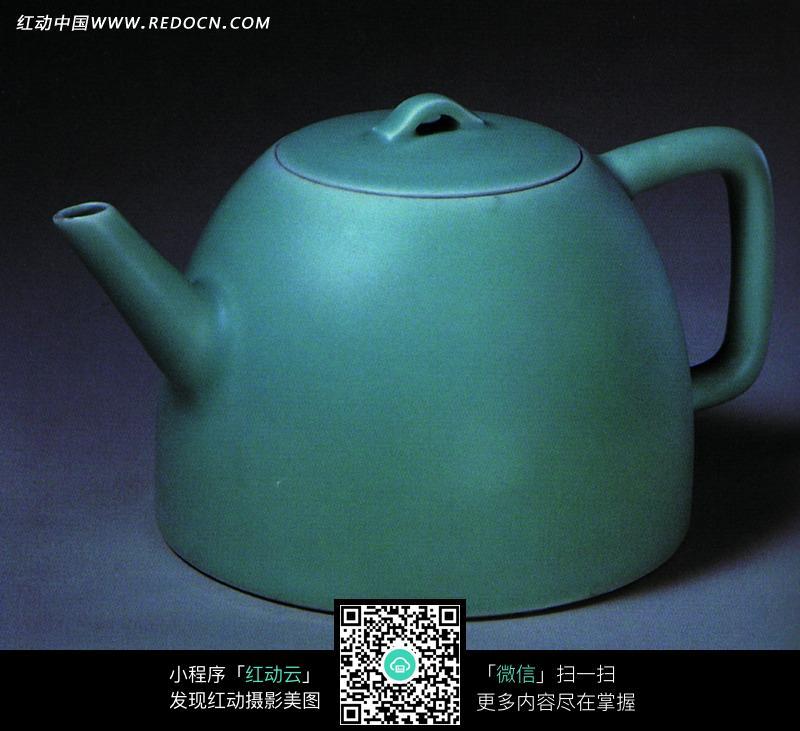 带盖子的绿色瓷壶的瓷胚设计图片