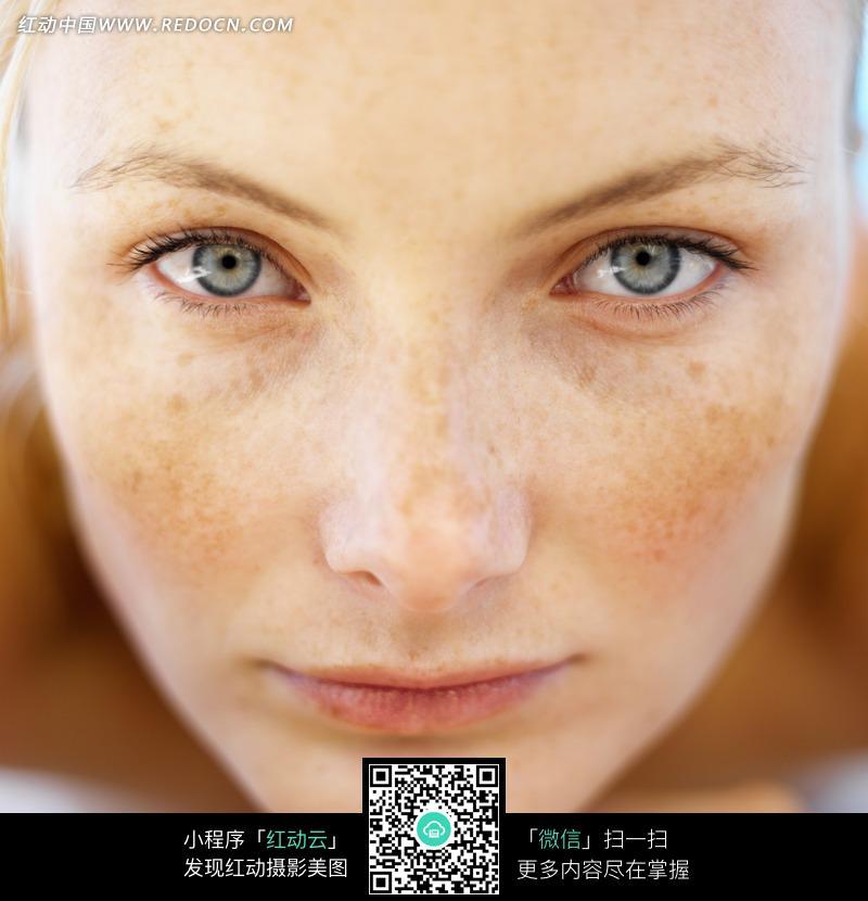 脸部特写外国女人外国斑点雀斑psd分层素材美女图片