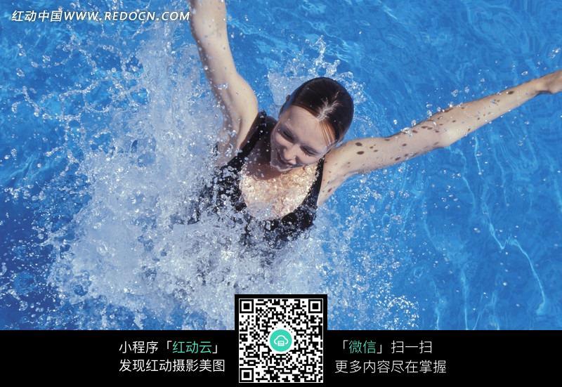 泳池里游泳的美女图片 人物图片素材|图片库|图库