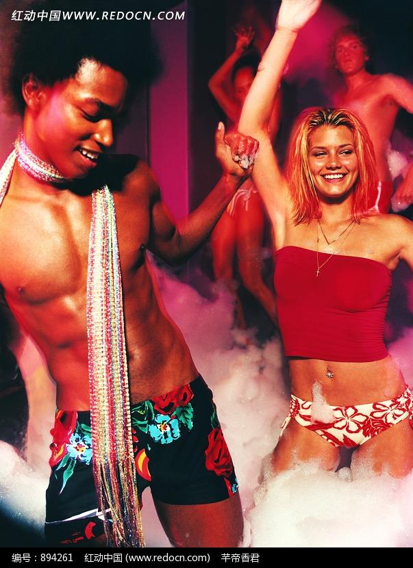 跳热舞的外国男人和女人设计图片