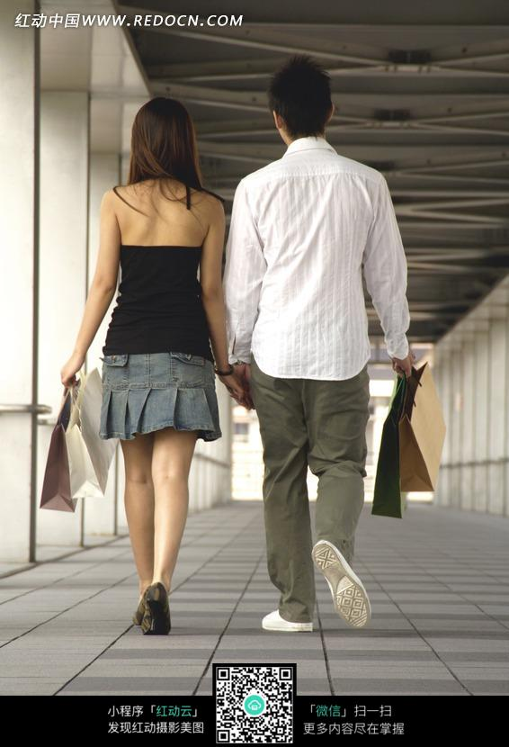 牵手背影 老夫妇牵手背影素描 牵手背影唯美-两人牵手的背影图片 一家