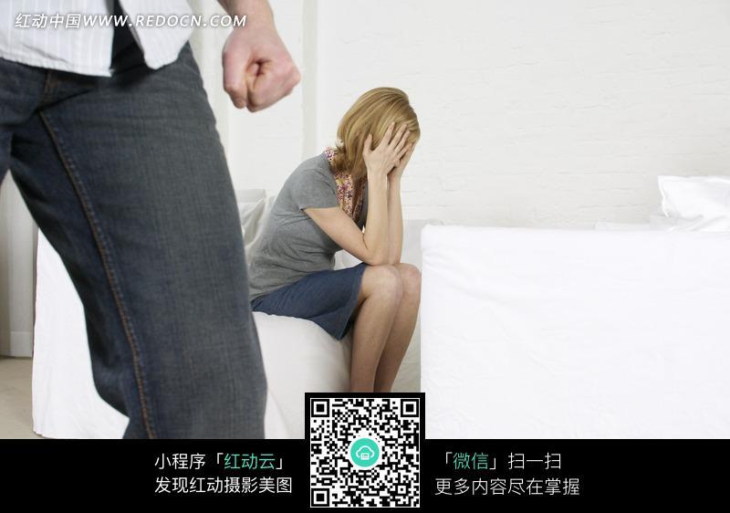 用手捂着脸的外国女人图片 人物图片素材|图片