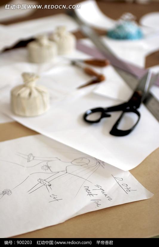 婚纱设计图手稿画法 手绘素描婚纱设计图 服装设计图基本画法图片