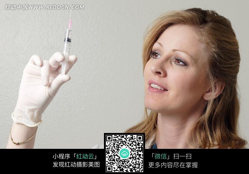 外国美女护士拿着的针图片编号:921545