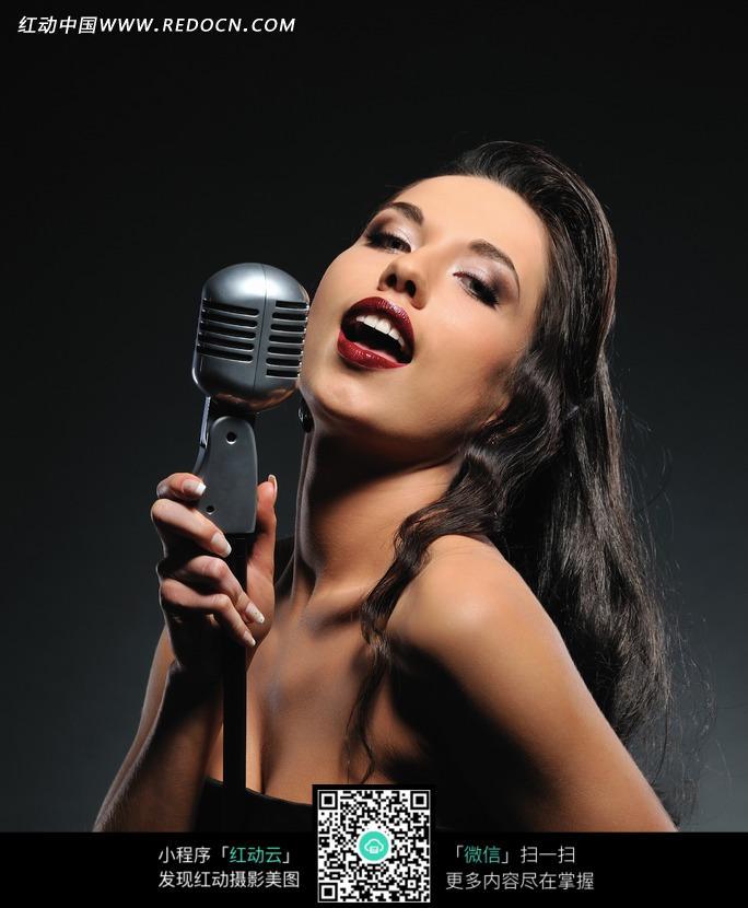 唱歌的性感美女图片图片 人物图片素材|图片库