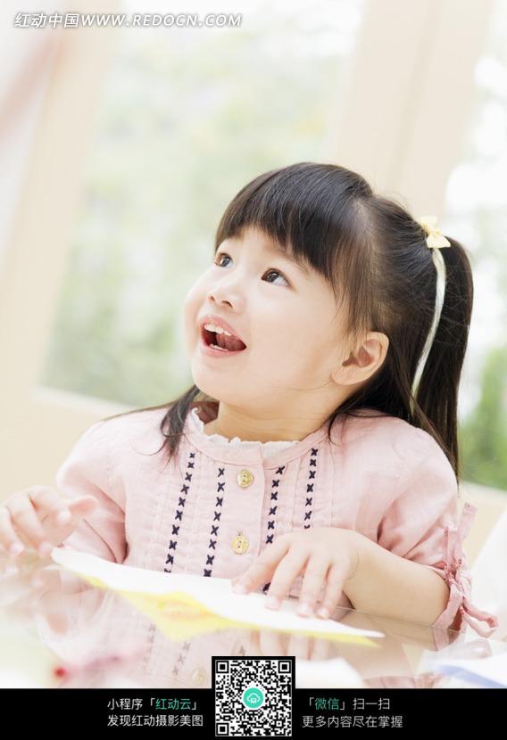 侧脸扎起辫子的小女孩图片编号:950645 日常