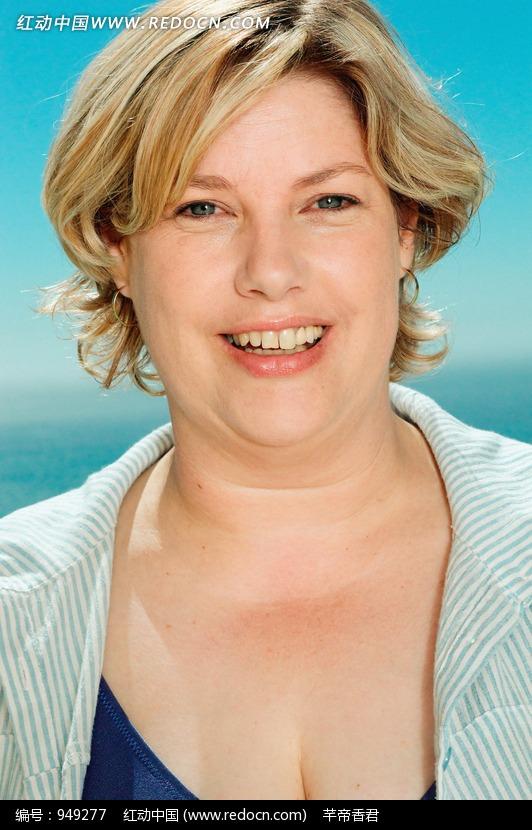 微露胸部肥胖的外国女士图片 人物图片素材|图