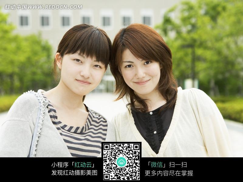互相靠着的两个美女图片 人物图片素材|图片库|图库