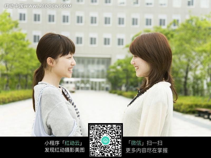 面对面的两个美女图片 人物图片素材|图片库|图库
