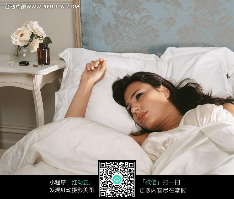 刚睡醒的美女图片编号:958745