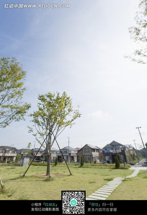 横穿草地的石板路图片 974275 城市风光