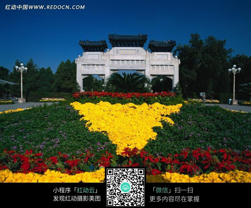 <em>北京中山公园</em>牌坊(花团锦簇)图片图片(编号:99