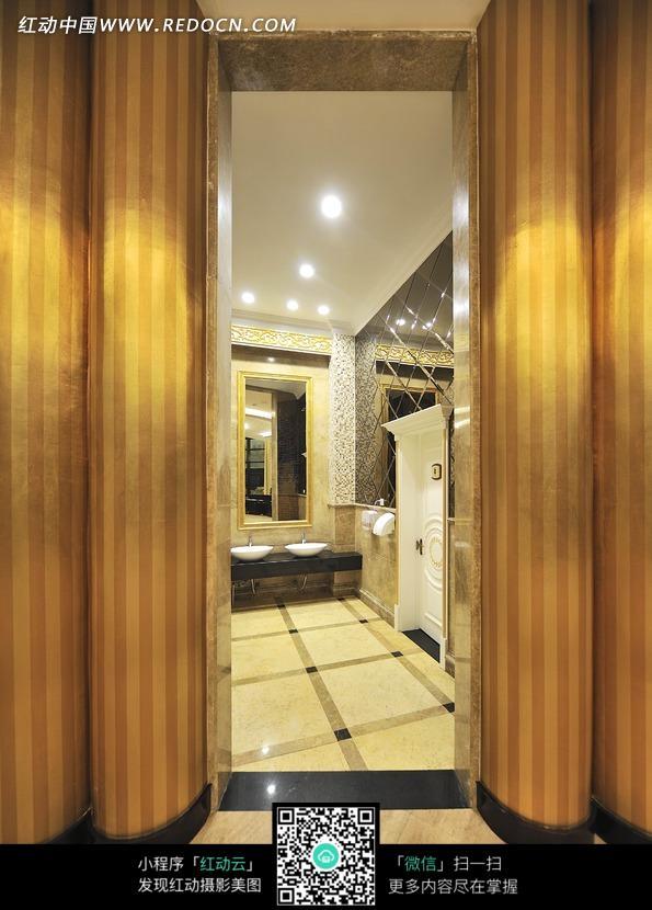 下载《尊贵豪华的洗手间设计》[二星图片]高清图片