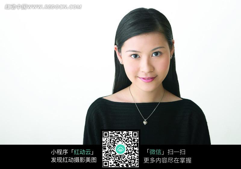 穿着黑色蝙蝠衫的美女正面图片图片编号:1020087