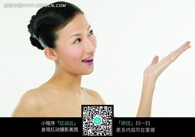 伸出手掌的半裸美女侧身图片 人物图片素材|图片库