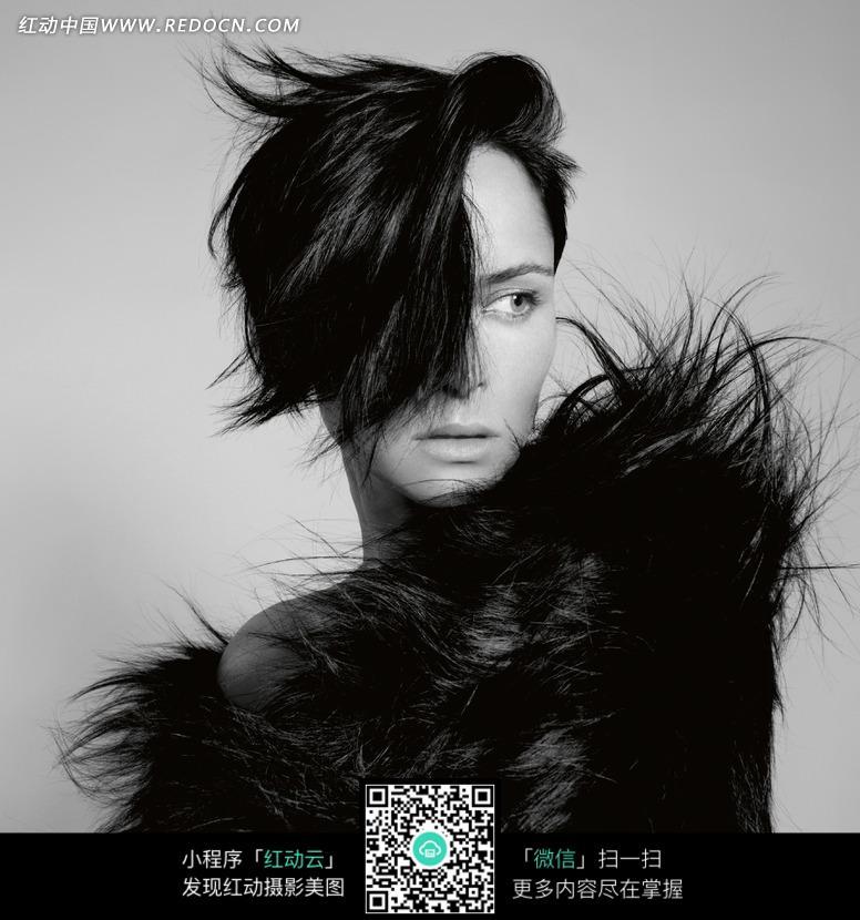 身着时尚皮草的女模特摄影照片图片 人物图片