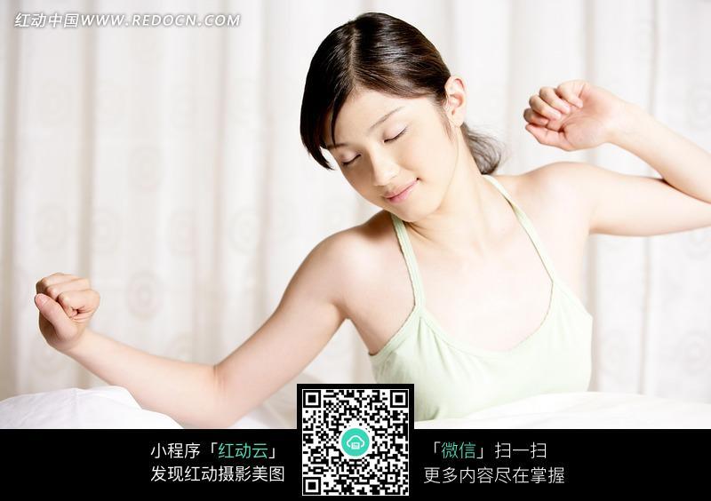 起床伸懒腰的美女图片编号:1023765