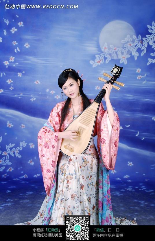 抱着琵琶的古装美女图片设计图片