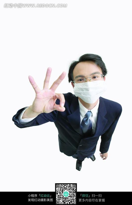 戴口罩打ok手势的商务白领设计图片