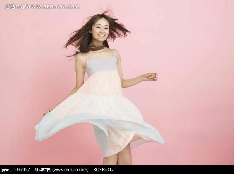 美女风吹裙子开心笑图片 人物图片素材|图片库