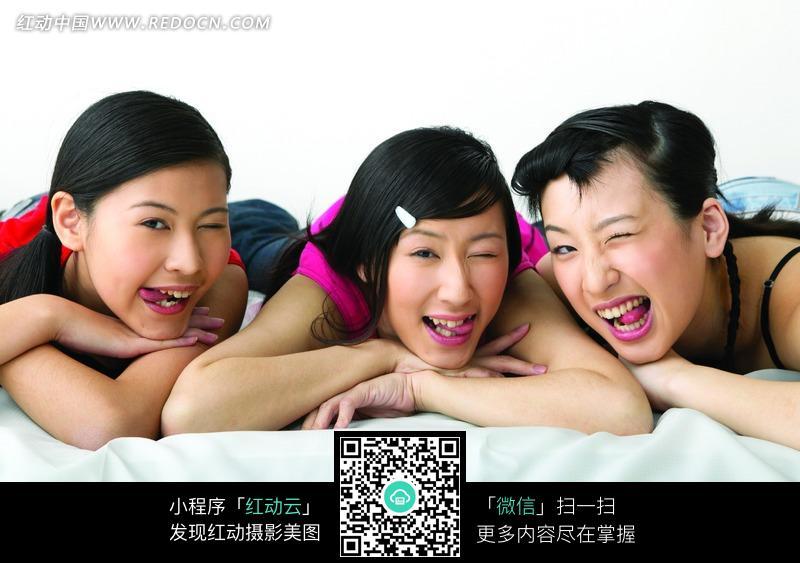 伸舌头的女孩图片编号:1038213