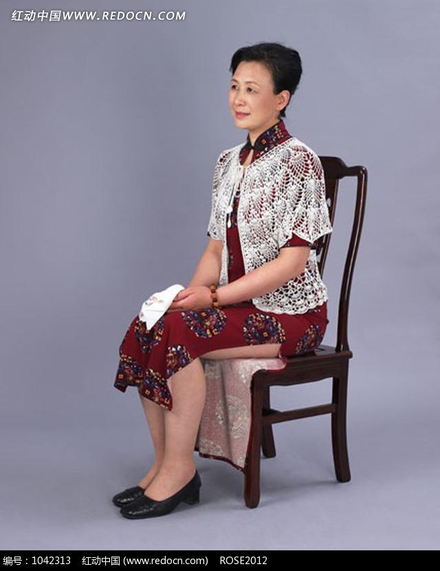 关键词:椅子老年人旗袍人物图片素材美女图片