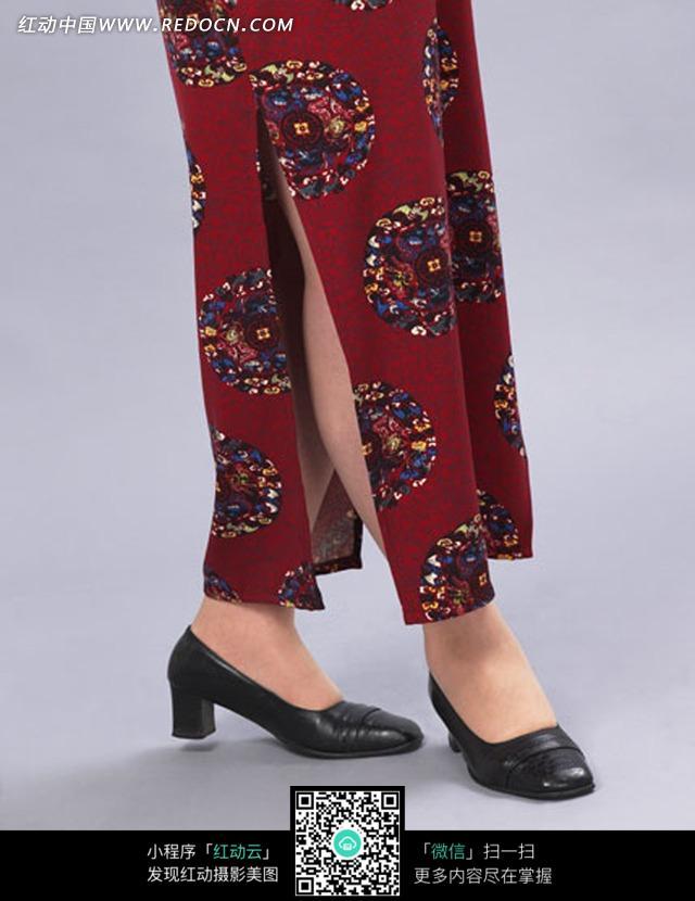 穿着旗袍黑色皮鞋的女人下半身图片(编号:1042307)