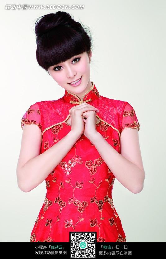 双手抱拳红色旗袍的范冰冰写真图片编号:104