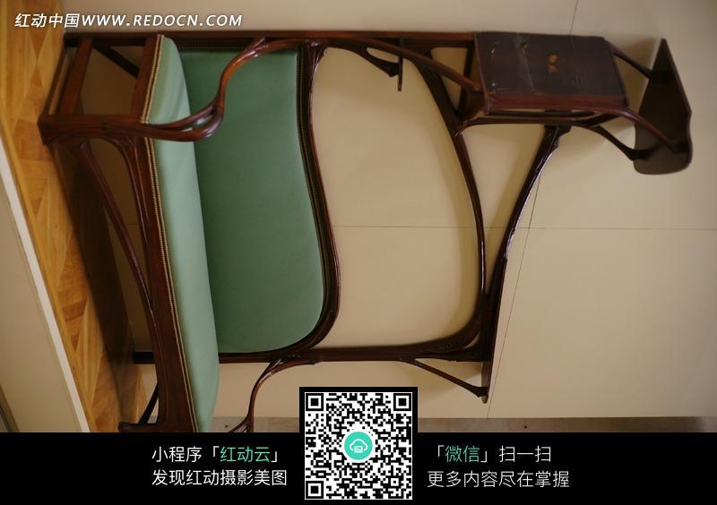 古典创意木椅设计图片