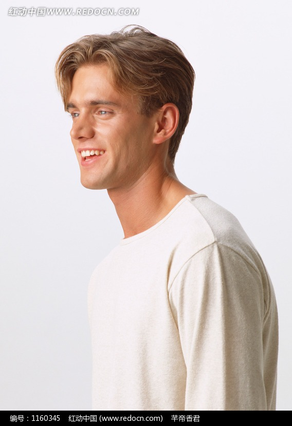 穿白色t恤的帅哥侧面图片(编号:1160345)
