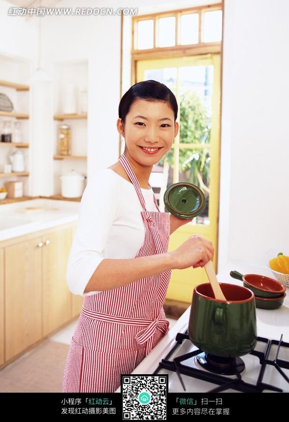 炖汤的美女图片 人物图片素材|图片库|图库下载