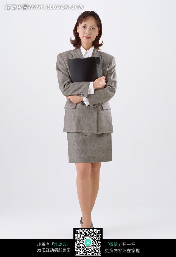 关键词:女人秘书文件夹西装站立抱着文件夹美女图片