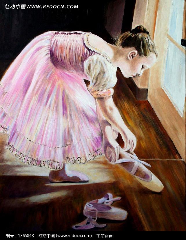 穿皮鞋的小女孩