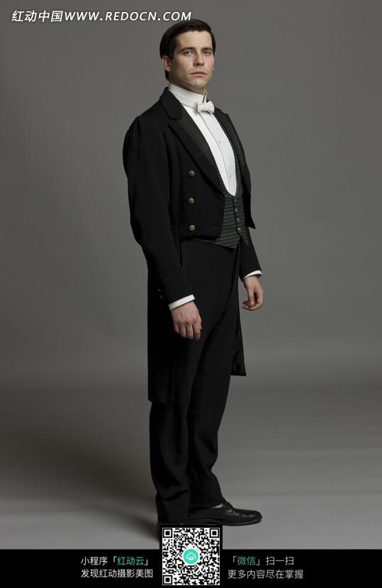 穿黑色燕尾服的外国男人图片(编号:1356611)