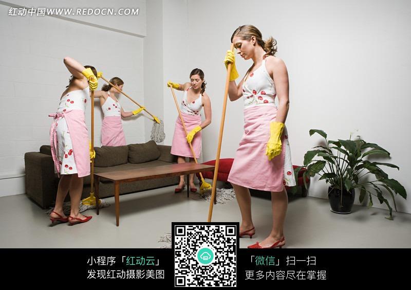 四个打扫卫生的外国美女图片编号:1597415