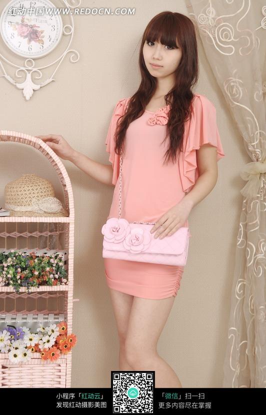 穿装粉色衣服的美女图片编号:1671500