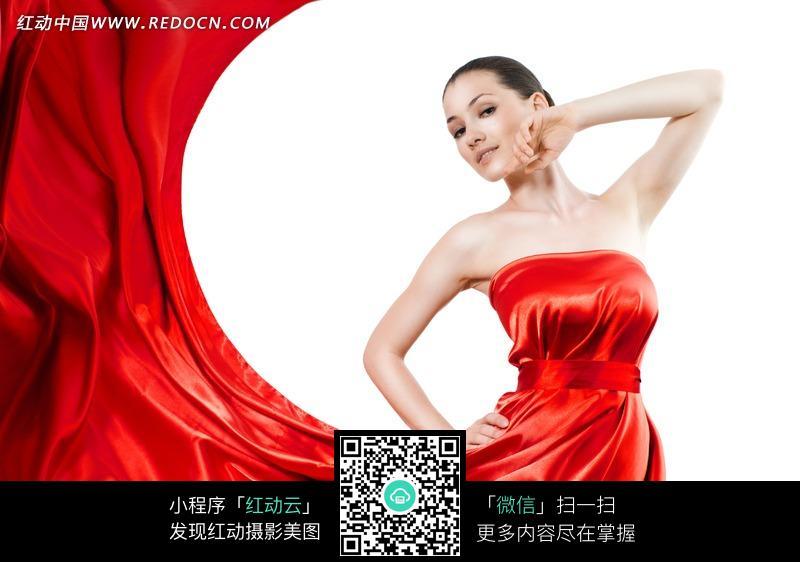 穿红色裙子的美女图片