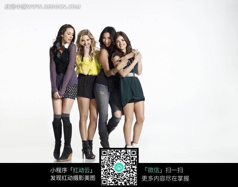 四个搂在一起的外国美女图片编号:1770336