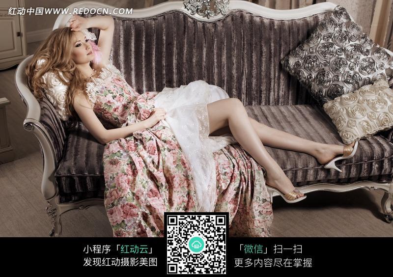 躺在美式沙发上的外国女人图片编号:1794982